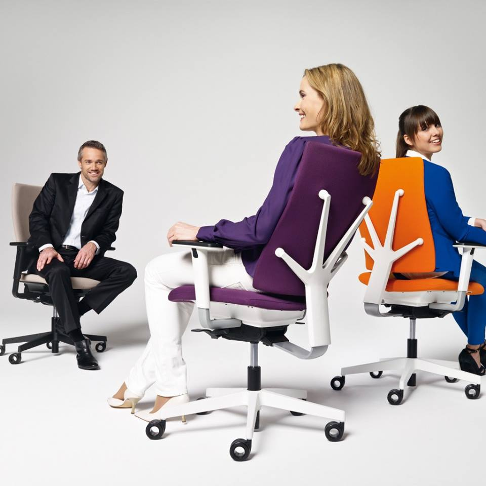 Dynamic sitting – staying active while working at a monitor 4